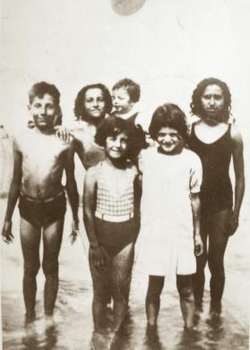 Tharon 1940 Famille Angel.jpg