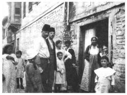 famille juive dans quartier-juif-.jpg